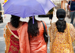 DRIE DAMES IN COCHIN